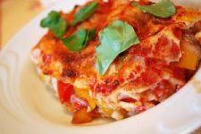 Lasagne di carasau con verdure al curry e pomodoro
